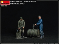 Немецкие танкисты. Заправка танка