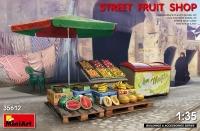 Уличный фруктовый магазин