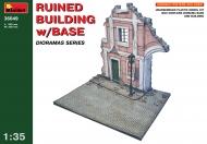 Разрушенное здание с основанием
