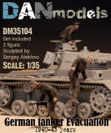 Немецкие танкисты. Эвакуация из подбитого танка. 1940-43 гг. набор 2 - 3 фигуры